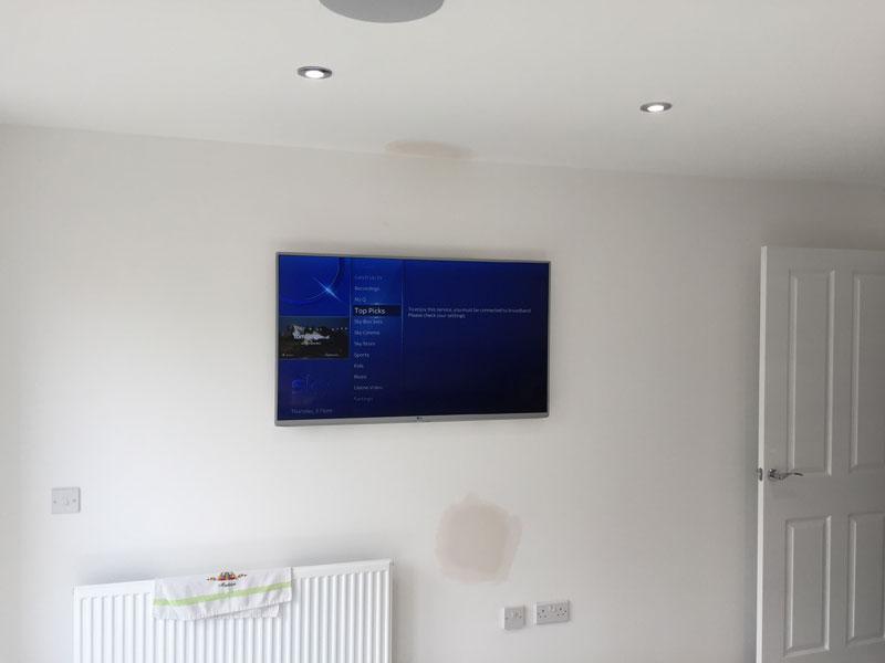 Bishopbriggs kitchen TV complete